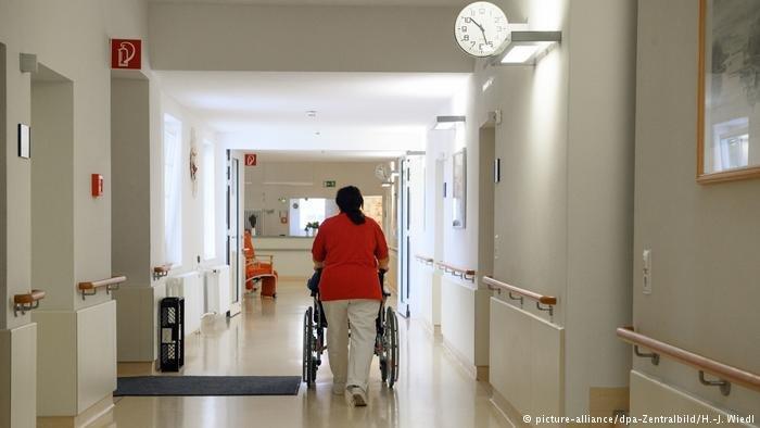 بیش از چهارصد مهاجر و پناهجو، دوره آموزش حرفهیی را در بخش پرستاری در سویس تکمیل کردند.