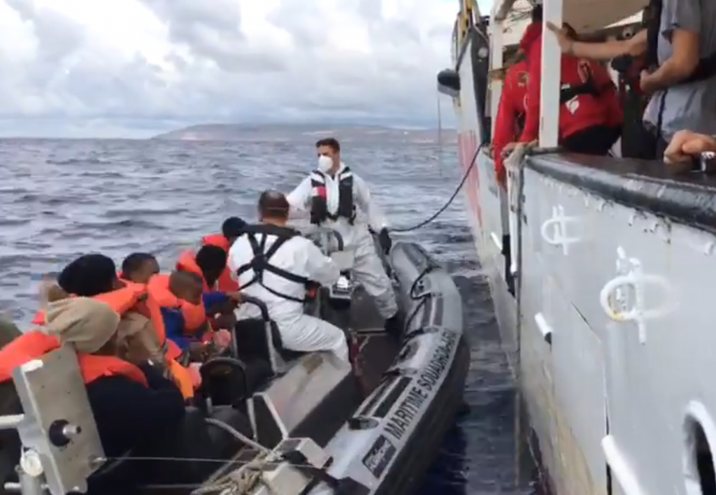 The Maltese authorities take charge of the migrants rescued by Open Arms | Credit: Proactiva Open Arms