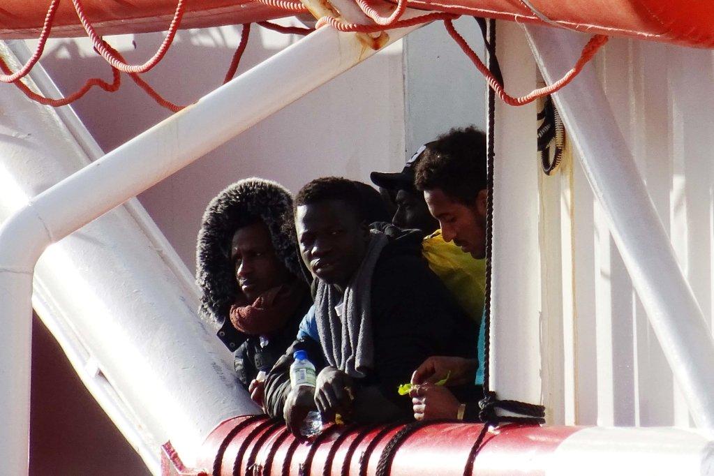 Migrants on the Ocean Viking, the ship of SOS Mediterranee, at the pier of San Cataldo in Taranto | Photo: ANSA/INGENITO
