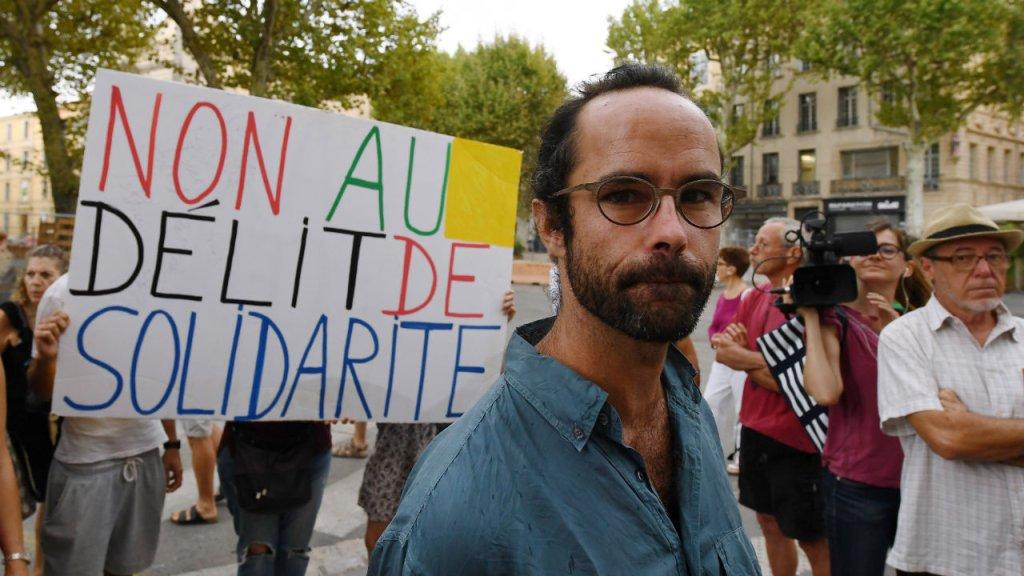 سدریک هارو، در برابر دادگاه ایکس آن پرووانس. عکس از بوریس هوروات، خبرگزاری فرانسه.