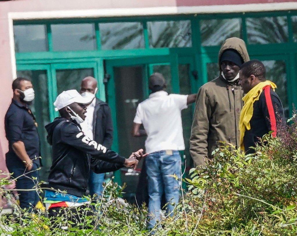 Migrants protest against the presence of coronavirus-positive migrants in front of the CAS migrant reception centre in Monastir, Sardinia | Photo: ANSA/TINO ROMANO