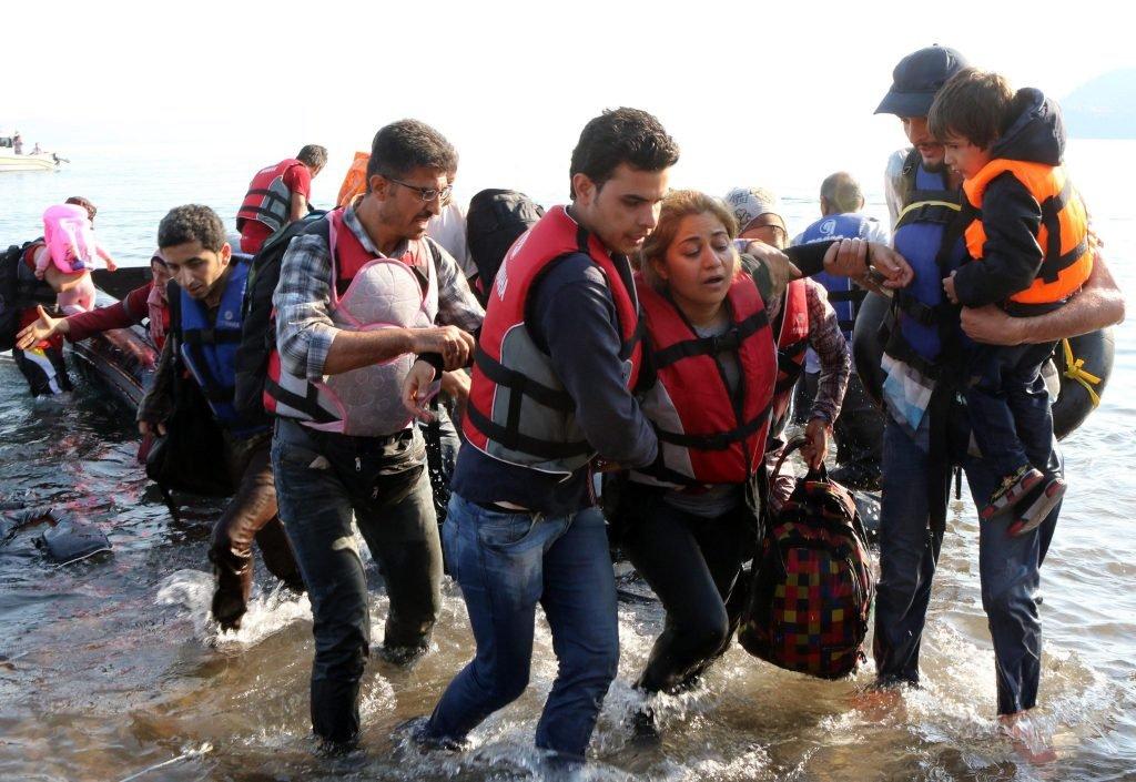مهاجرون على شواطئ اليونان بينهم نساء وأطفال / الصورة لوكالة أنسا