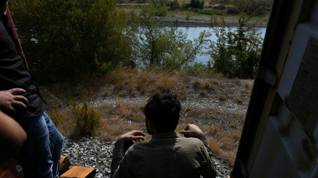 Des migrants tentent de se rendre dans le nord de la Grèce pour quitter le pays, le 24 août 2019. Crédit : Reuters