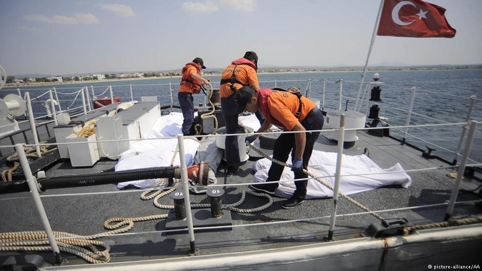 گارد ساحلی ترکیه در حال تلاش برای نجات پناهجویان