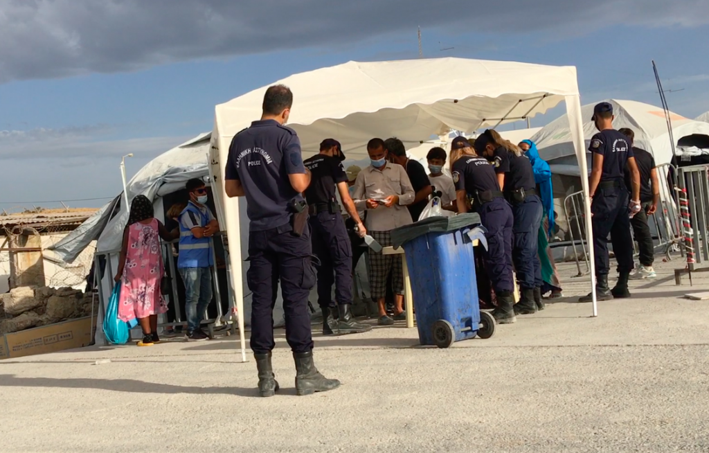 Asylum seekers entering the Mavrovouni camp receive COVID-19 and security checks, October 2020 | Photo: Marion MacGregor/InfoMigrants
