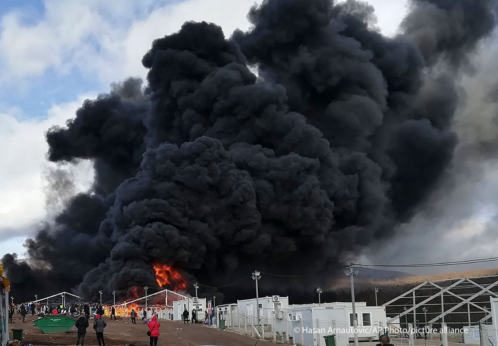 حريق في مخيم ليبا المؤقت للمهاجرين في البوسنة 23 كانون الأول ديسيمبر. المصدر: بيتكشر أليانس