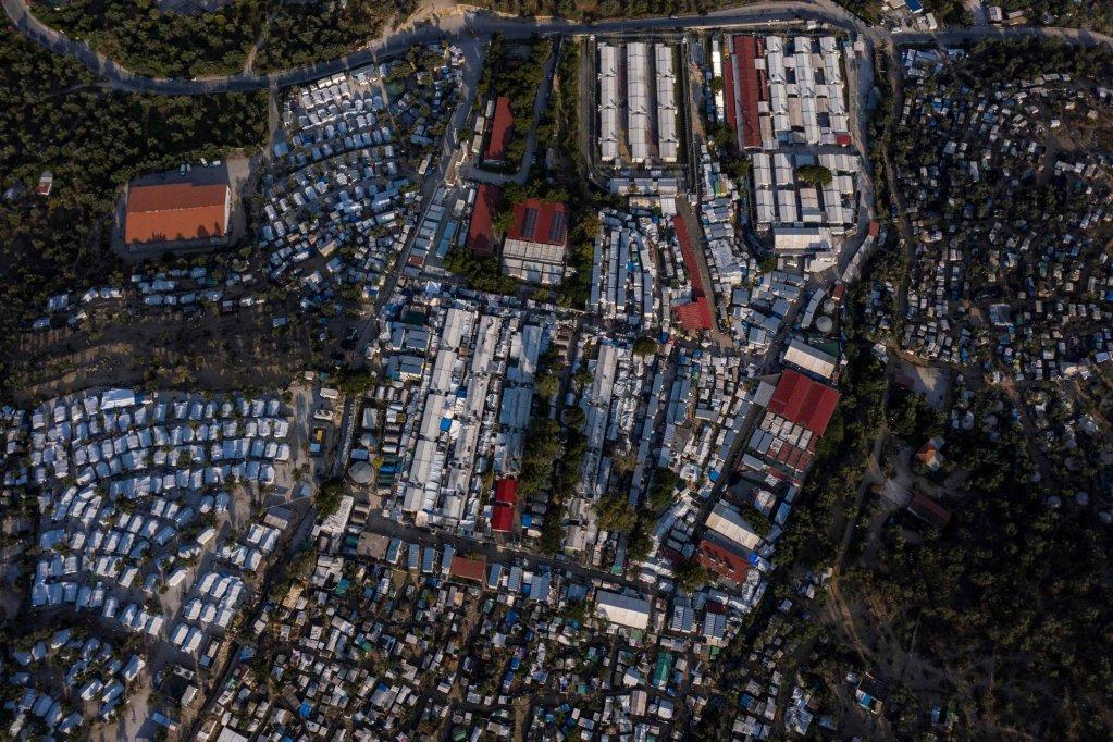 ANSA / مخيم عشوائي بدائي تمت إقامته حول مخيم موريا للاجئين في جزيرة ليسبوس في 21 حزيران / يونيو 2020. المصدر: أ ف ب/ أنسا/ اريس ميسينس.
