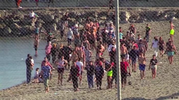 علقت محكمة إسبانية إجراءات ترحيل مجموعة من المهاجرين القصر غير المصحوبين بذويهم إلى المغرب.