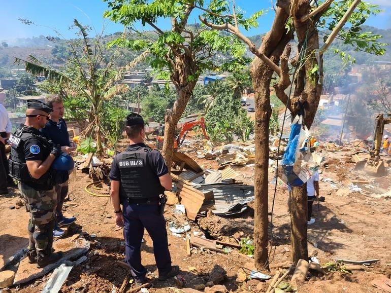 Une opération de démolition dans le quartier de Carobolé, à Koungou, a débuté le 27 septembre 2021. Crédit : préfecture de Mayotte