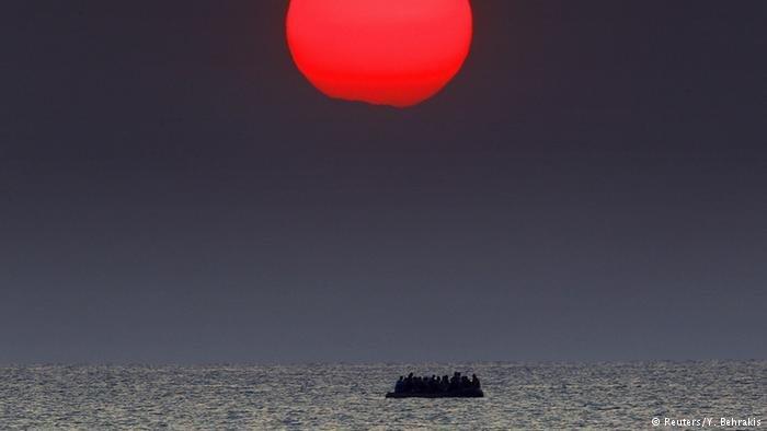 جسد یک کودک مهاجر و مادرش در نزدیکی جزایر قناری به دست آمدند. Photo: Picture-alliance/dpa/F. Heinz
