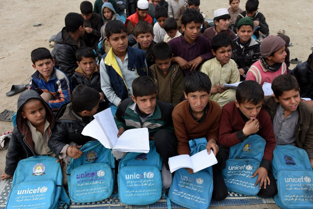 Afghan refugees, who have voluntarily returned from neighboring Pakistan with assistance from United Nation High Commissioner for Refugees (UNHCR), attend an open-air school outside their temporary shelters in Laghman province, Afghanistan | Photo: Ghulamullah Habibi / EPA