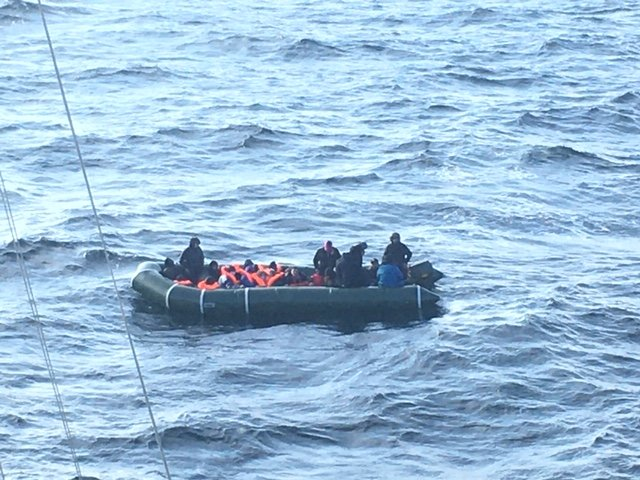A similar sized dingy set off on March 9 and was picked up by the French authorities | Photo: Twitter/préfecture maritime de la Manche et de la mer du Nord @premarmanche