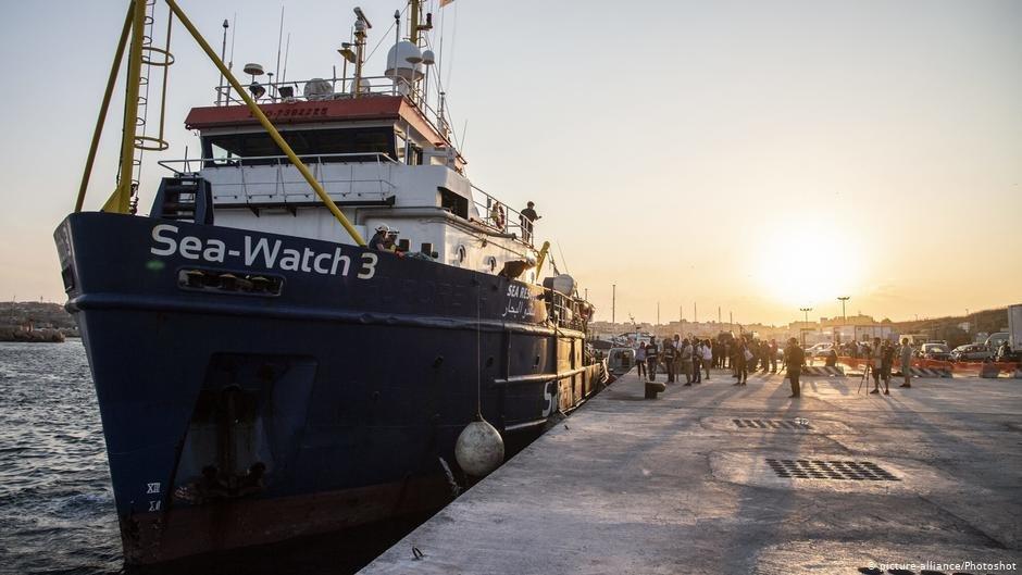 Le navire d'aide aux migrants Sea-Watch 3 dans le port de Lampedusa. Crédit : Picture-alliance/Photoshot