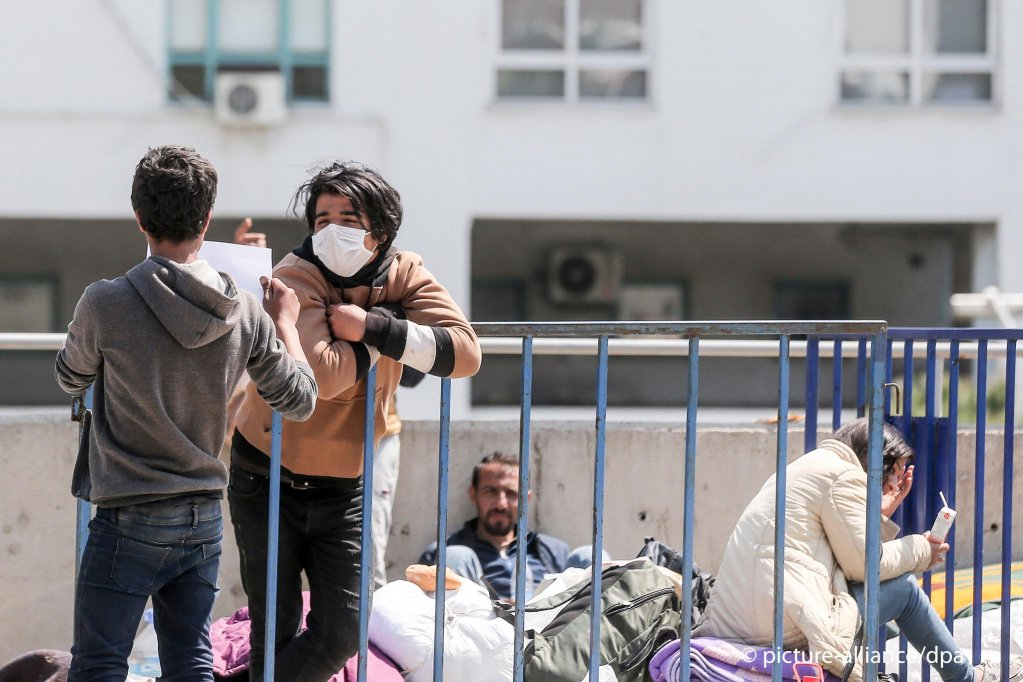 Refugees at the bus terminal in Izmir, Turkey on April 14, 2020 | Photo: Picture-alliance