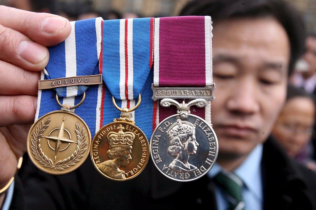 ANSA / أحد الأفراد الكورخا من المحاربين القدماء في القوات البريطانية خلال احتجاج في لندن. المصدر / إي بي إيه / أندي رين