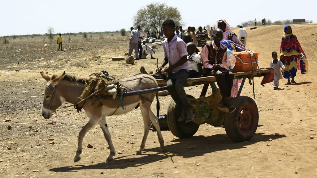 Des réfugiés sud-soudanais traversent la frontière avec le Soudan, le 28 février 2017. Crédit : AFP
