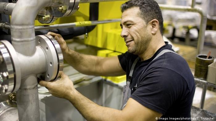Imago Images/photothek/T. Trutschel j تسعى الحكومة الألمانية بالتعاون مع الشركات لسد حاجة سوق العمل للعمالة المتخصصة