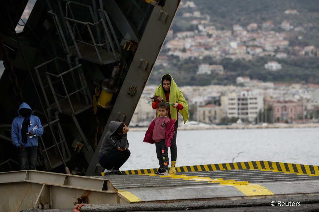 Migrants who arrived from Turkey on the ramp of a Greek navy vessel before being transported to the mainland from the port of Mytilene, Lesbos, Greece, March 5, 2020 | Photo: Reuters/E. Marcou