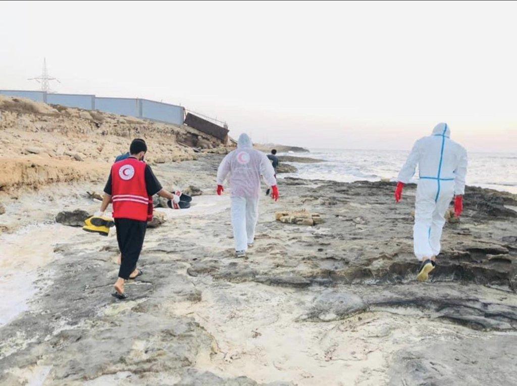 جثث 14 مهاجرا من غرقى البحر أمام السواحل الليبية في 3 تموز/ يوليو الماضي. المصدر: أنسا/ حساب صفاء مسيحلي على موقع تويتر.