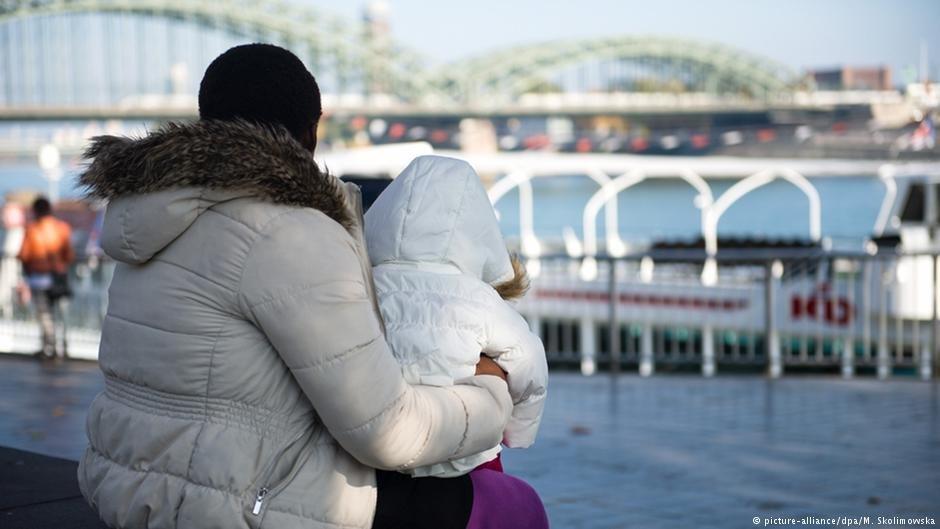 تقاضای پناهندگی این کودکان از سوی والدینشان به اداره فدرال مهاجرت ارائه شده است