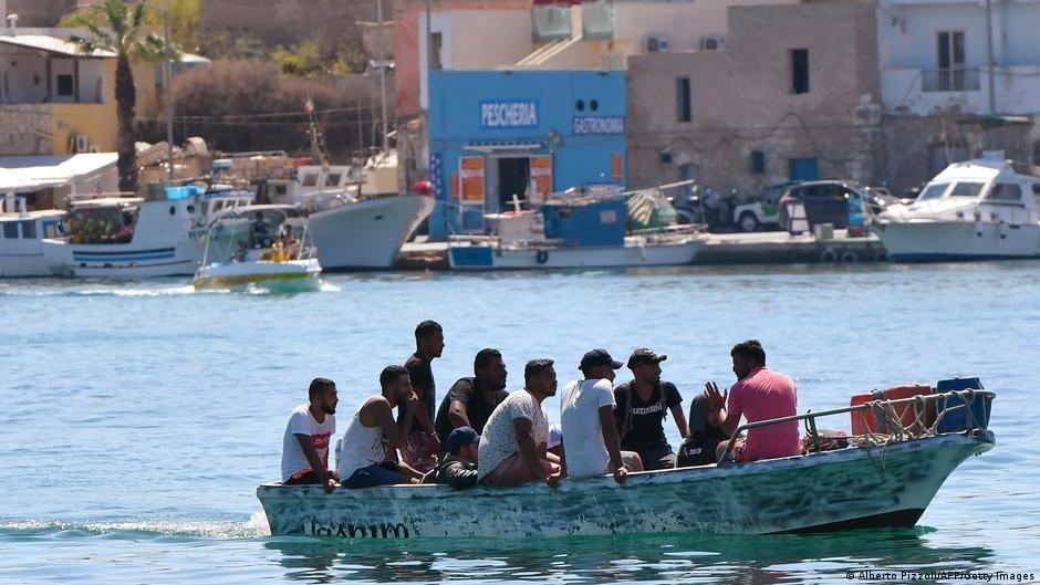 ارتفعت أعداد  الهجرة غير النظامية إلى إيطاليا من شمال إفريقيا  في عام 2021