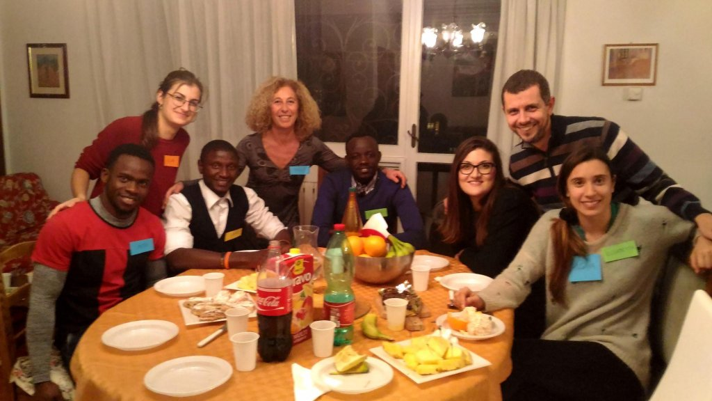 Italians and foreigners at dinner during an event of 'Benvenuti a cena'. | Credit: RomAltruista