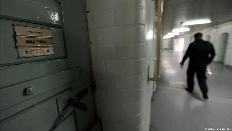 اکنون در شمار زیادی از زندان های آلمان اقداماتی برای ادغام خارجی های زندانی صورت گرفته اند