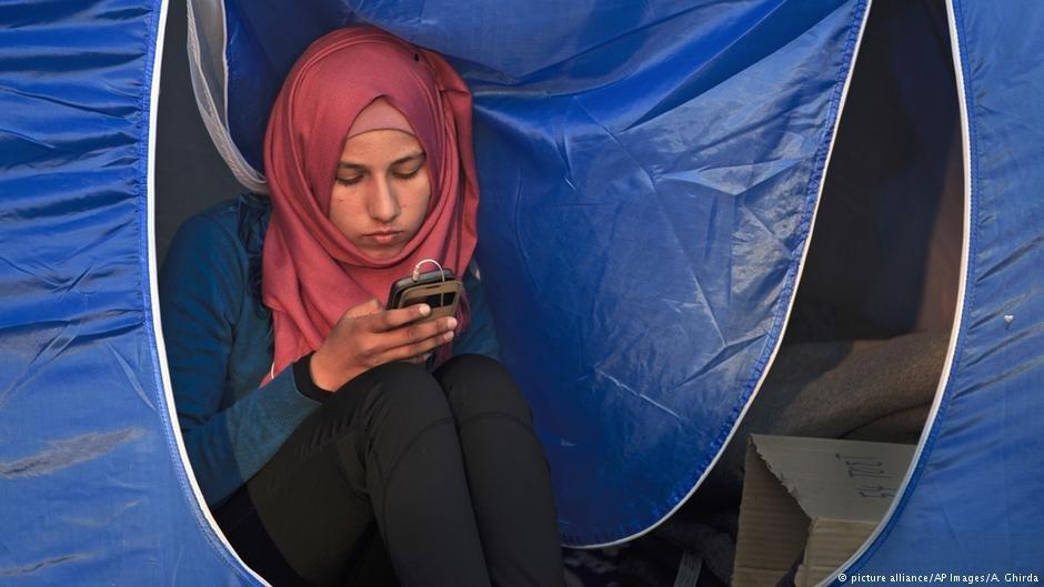 نرمافزار تیلفون هوشمند پناهجویان را برای دریافت خدمات در محل یاری میرساند.