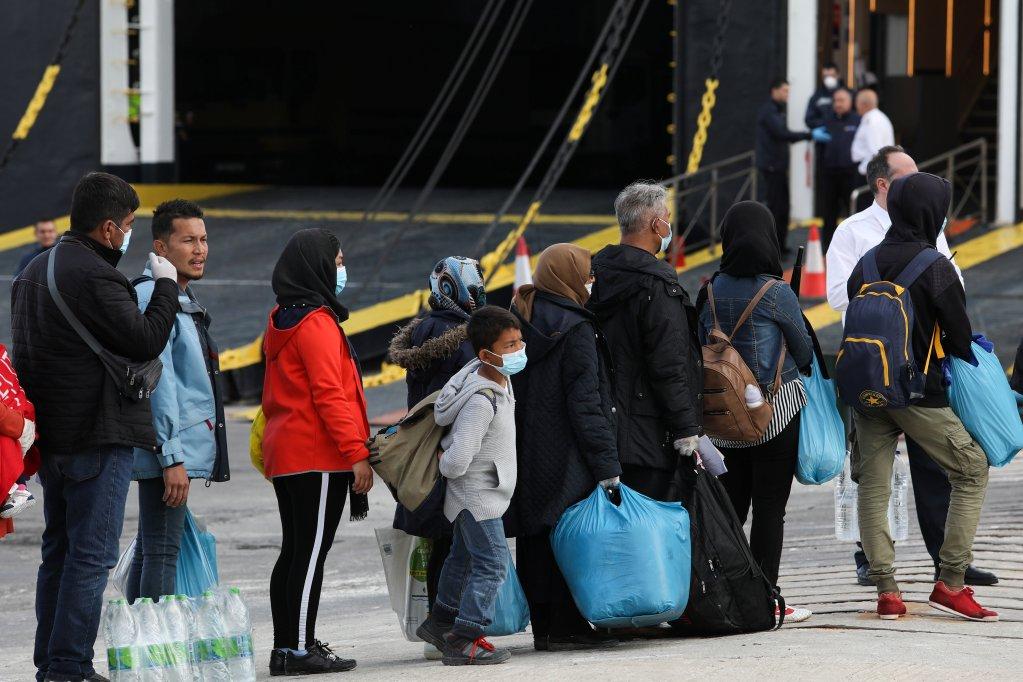 Image d'archives de migrants transférés de Lesbos vers le continent grec. Crédit : Reuters