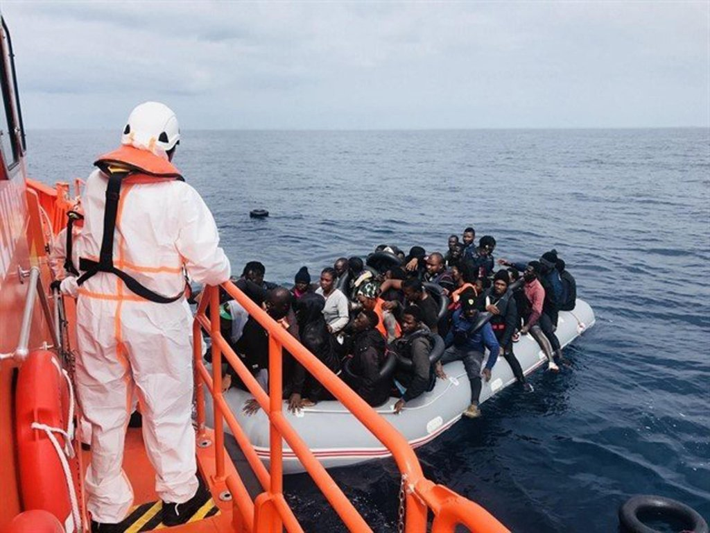 ANSA / مهاجرون تم إنقاذهم على مدار 24 ساعة في مضيق جبل طارق. المصدر: فرق الإنقاذ بالبحرية الإسبانية.