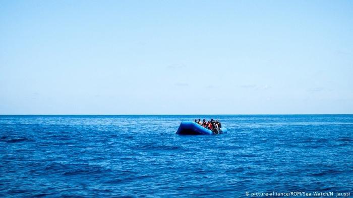 picture-alliance/ROPI/Sea Watch/N. Jaussi |رغم المخاطر الكبيرة يستمر المهاجرون في المغامرة بحياتهم للوصول إلى البلد الأوربي الذي يحلمون به