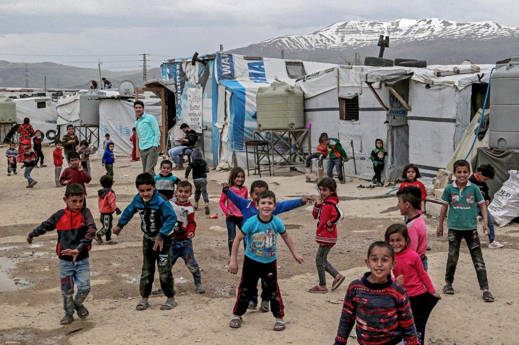 گروهی از کودکان سوریایی در یکی از کمپ های لبنان، ۱۲ مارچ سال  ۲۰۲۰ عکس: EPA
