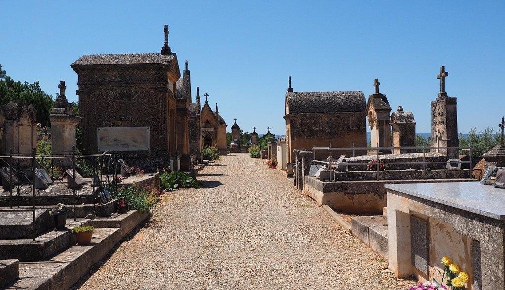 مقبرة فرنسية | المصدر: pixabay