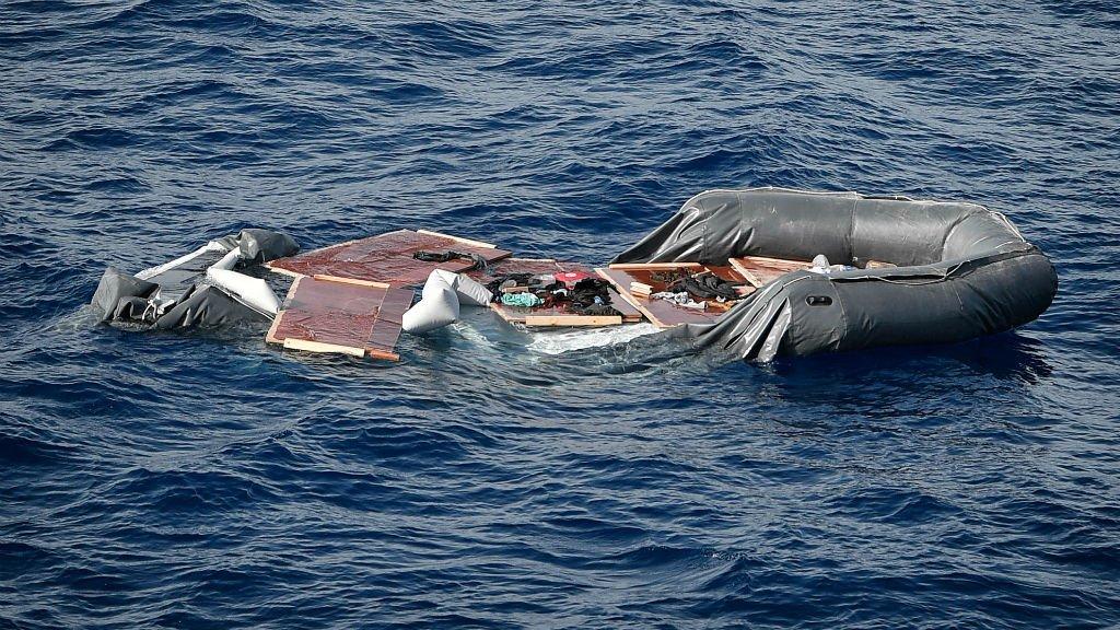 أ ف ب (أرشيف) |القوارب المطاطية (قوارب الموت) عادة ما تكون وسيلة محفوفة بالمخاطر لعبور المتوسط