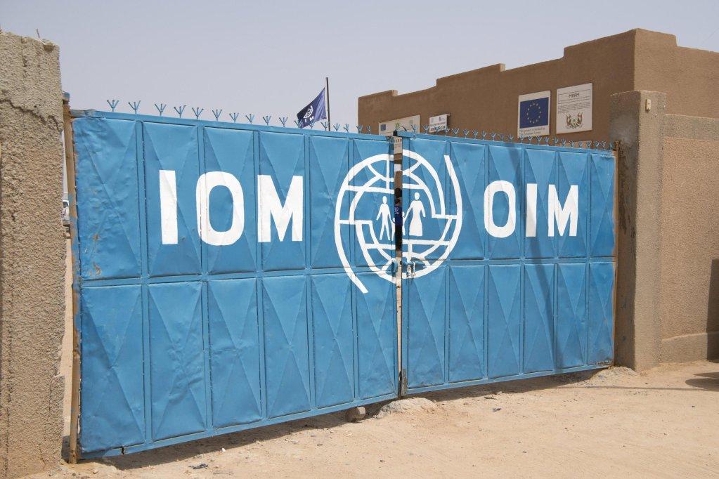 ANSA / مدخل مركز استقبال المهاجرين التابع لمنظمة الهجرة الدولية في النيجر. المصدر: إي بي إيه/ أنتوني أنيكس.
