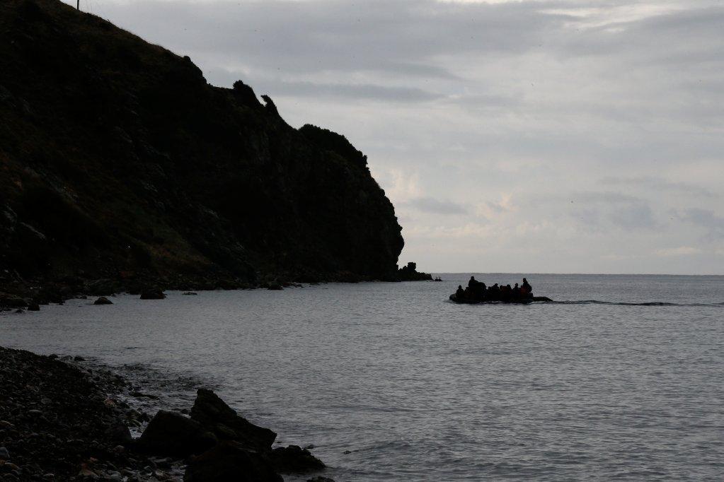 Une embarcation de migrants en mer Égée, au large de l'île de Lesbos. Image d'illustration. Crédit : Reuters