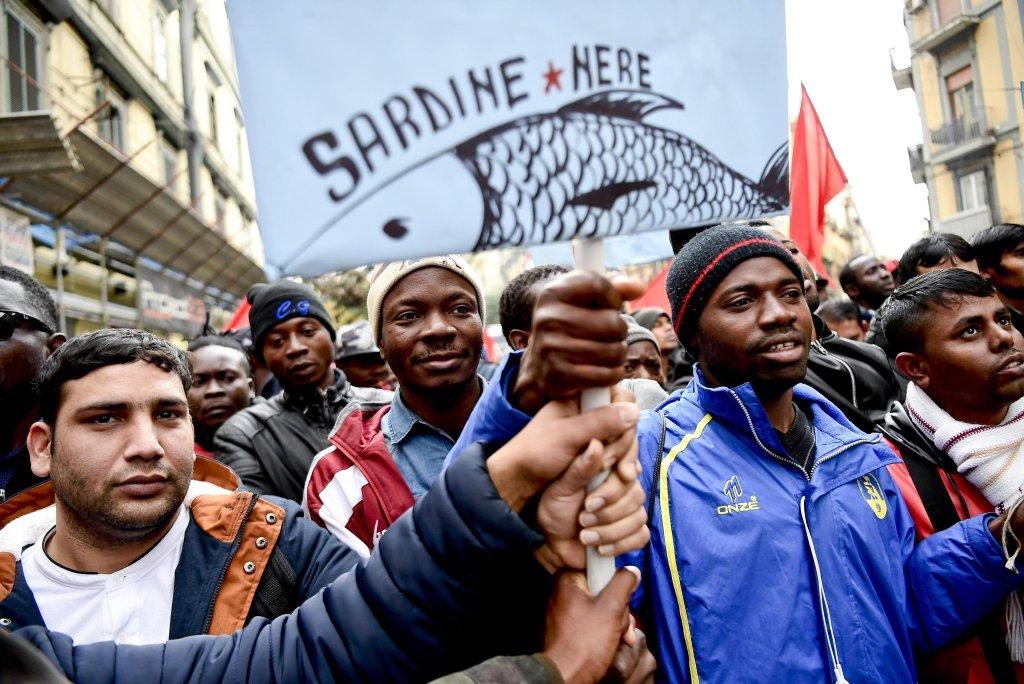 The 'black sardines' protest in Naples   Photo: ANSA/Ciro Fusco
