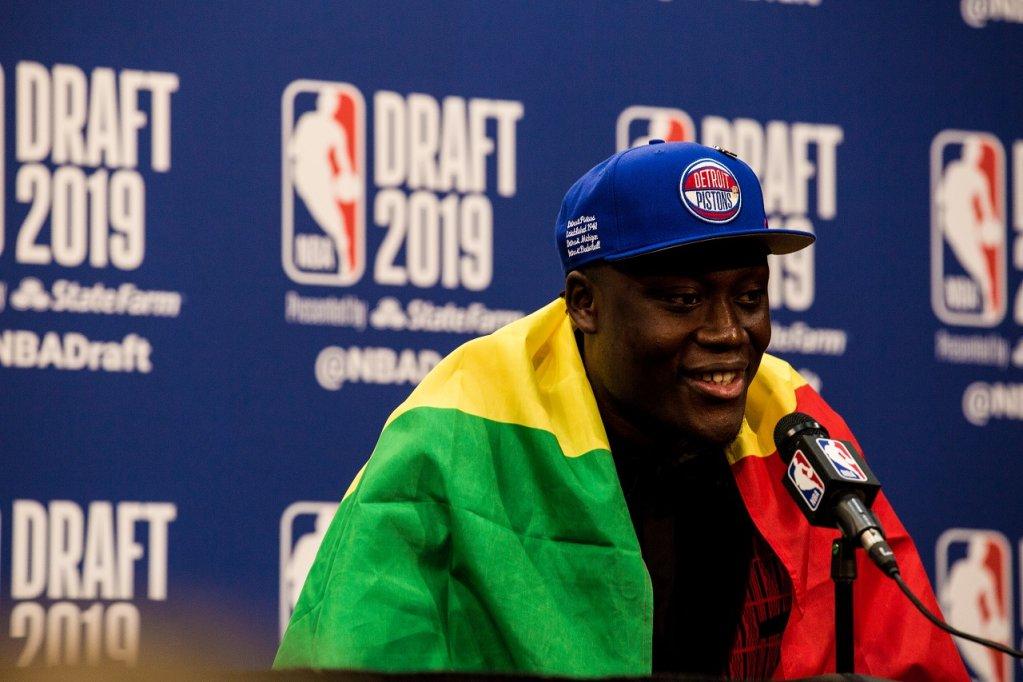 Sekou Doumbouya, le Franco-Guinéen de 18 ans, a rejoint vendredi 20 juin la NBA. Crédit : InfoMigrants