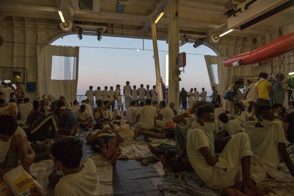 """المهاجرون على متن """"جيو بارنتس""""، الصورة من أطباء بلا حدود"""