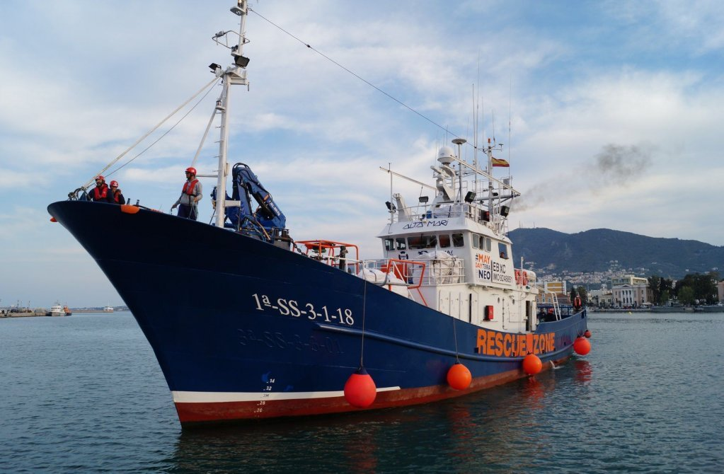 """سفينة """"آيتا ماري"""" قبيل إبحارها من ميناء ألماريا جنوب إسبانيا، الجمعة 12 شباط\فبراير 2021. المصدر: ماي داي ميديتيرانو"""