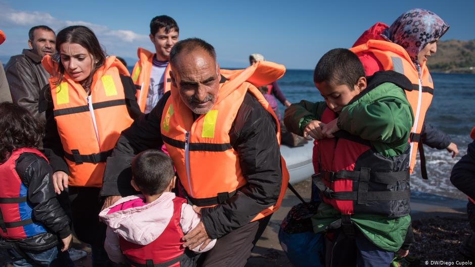Refugees arriving in Greece after crossing the Aegean Sea   Photo: DW/Diego Cupolo