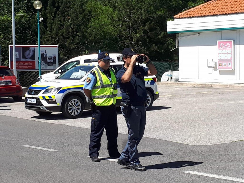 ANSA / دوريات مشتركة على الحدود الإيطالية ــ السلوفينية لوقف تدفقات الهجرة غير الشرعية. المصدر: أنسا / كريستيان ميزوري.