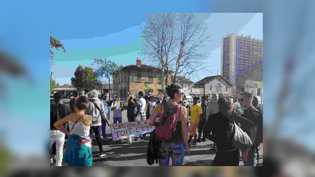 """Environ 50 mineurs isolés ont manifesté à Marseille pour dénoncer leur """"abandon total"""" par les autorités. Crédit : Mami du Collectif 59 St Just pour InfoMigrants"""