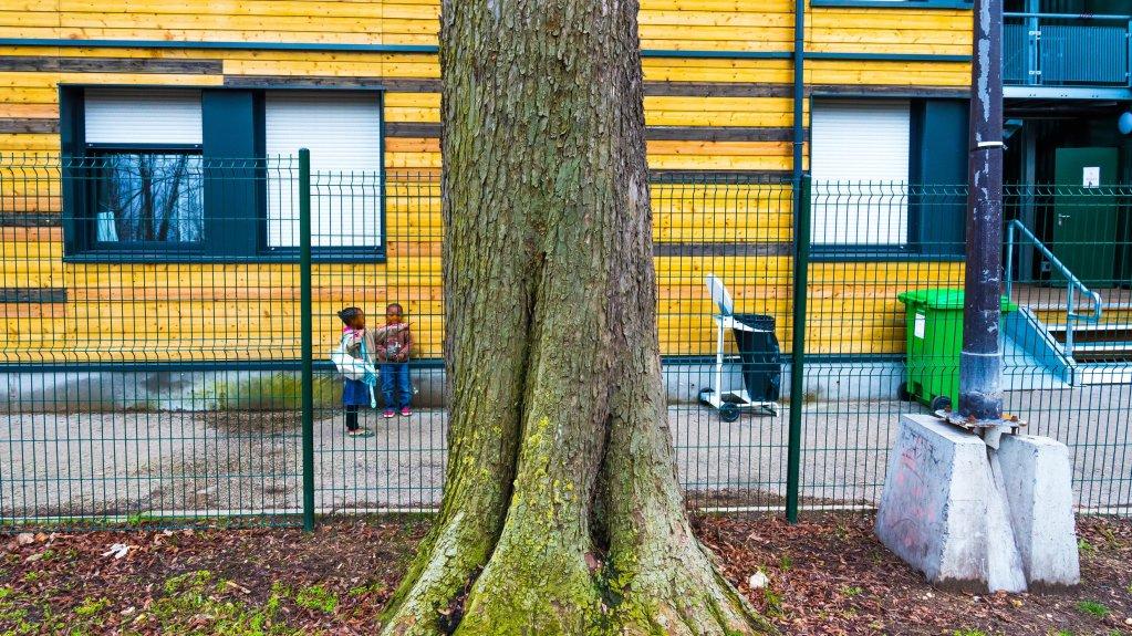 Gamma-Rapho via Getty Images - Robert DEYRAIL |Le centre d'hébergement pour sans abris du bois de Boulogne dans le 16e arrondissement de Paris. (Image d'illustration)