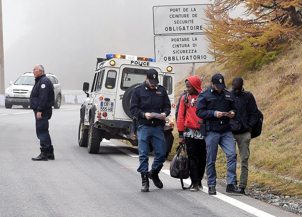 Migrants pushed back by French gendarme at the border into Italy in Claviere, Turin. (Photo: Archive/ANSA/Alessandro Di Marco)