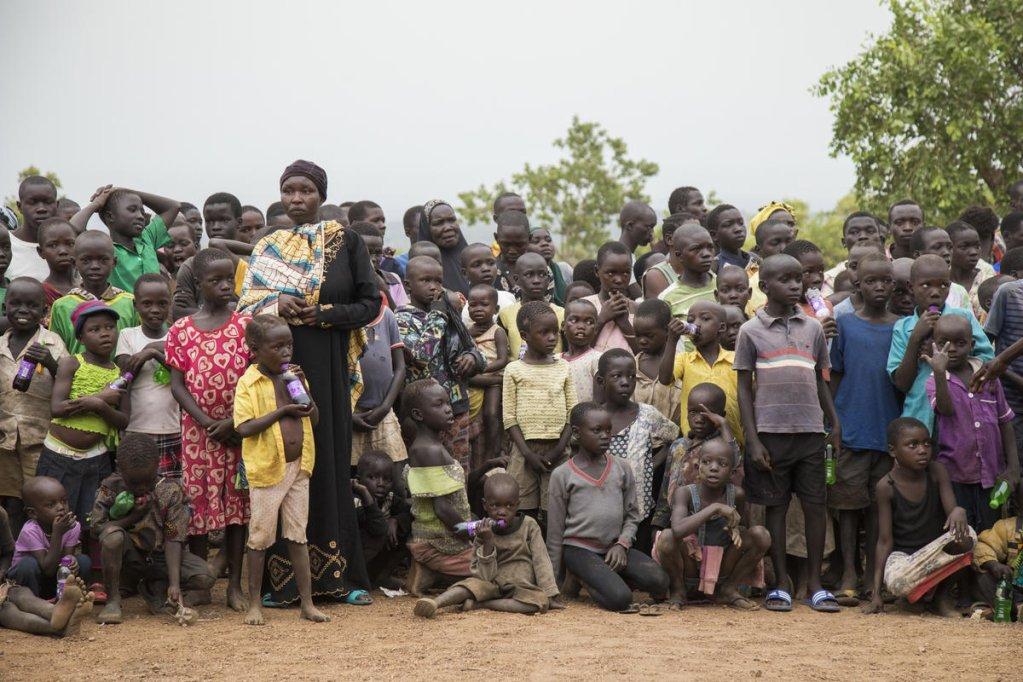 Des enfants réfugiés sur le camp de Bidibidi en Ouganda. Crédit : Vision du Monde