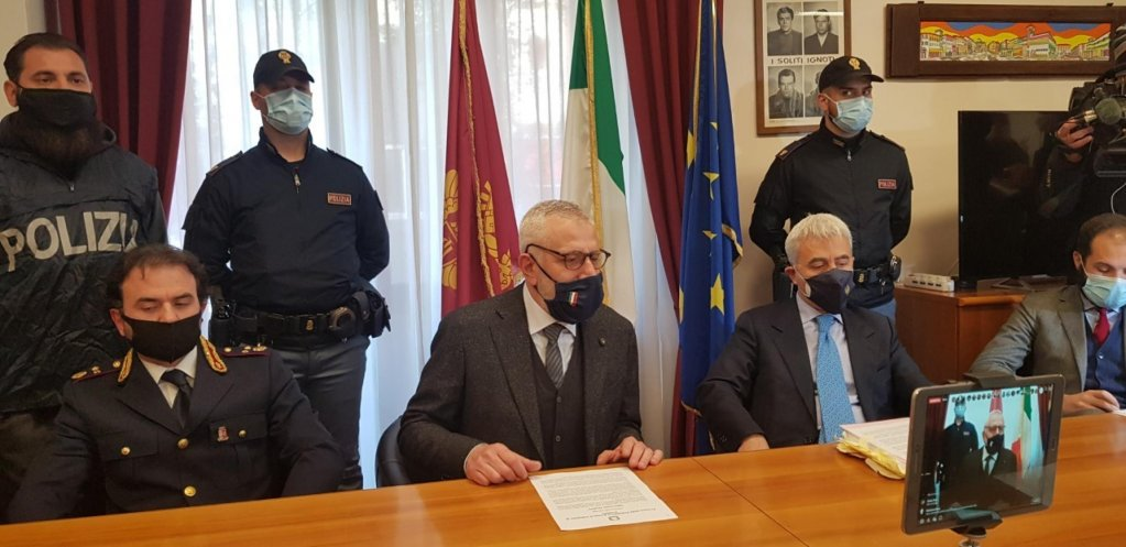 A press conference on Operation Ikaros at the Crotone police station on February 17, 2020 | Photo: ANSA/Giuseppe Pipita
