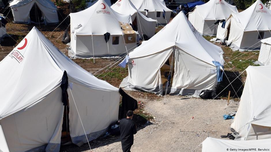 در حال حاضر حدود ۷ هزار مهاجر در بوسنیا گیرمانده اند. کمپ های سازمان های بین المللی مهاجرت (آی او ام) دیگر گنجایش بیش از این را ندارند.