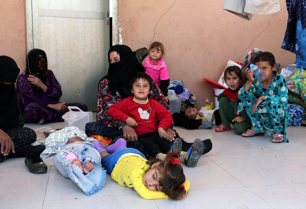 Displaced Iraqis sitting in a school building in the Debaka refugee camp, on the outskirts of Erbil, Iraq | Photo: ARCHIVE/EPA/AHMED JALIL