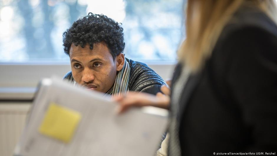 An Eritrean refugee waits to be processed in Germany | Photo: Picture-alliance/dpa/arifoto UG/M.Reichel
